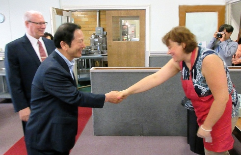 uts welcomes sjh handshake thumb